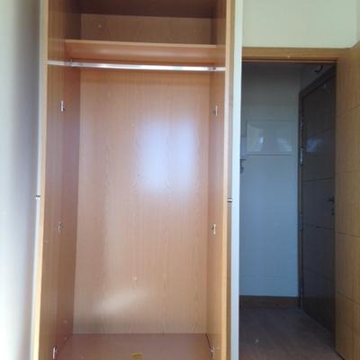 Cambiar armario empotrado con puertas abatibles por for Puertas correderas madrid