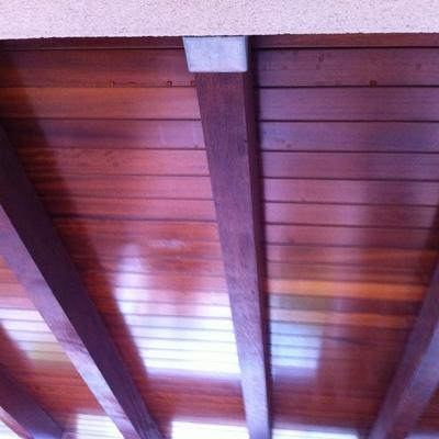 Sellar goteras en juntas panel sandwich de un porche de - Rellenar juntas piso madera ...