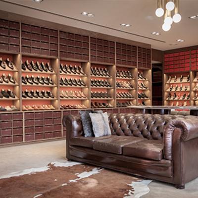 Mueble expositor para tienda de zapatos madrid madrid for Almacen del mueble