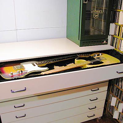 Mueble para almacenar guitarras la felguera asturias for Mueble guitarras
