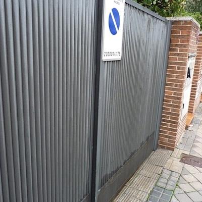 Precio instalar puerta garaje met lica habitissimo for Puerta garaje metalica