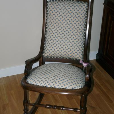 Tapizar sillones sillas mecedora y cubrir mesa vitoria gasteiz lava habitissimo - Presupuesto tapizar sillas ...