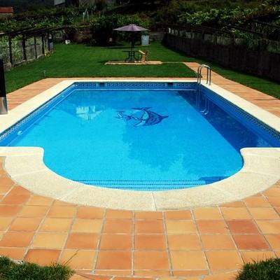 piscina de obra con escalera romana montellano sevilla