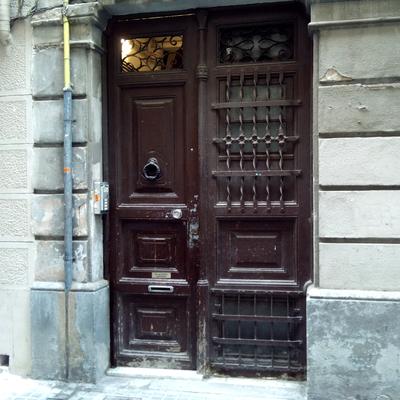 Restaurar puerta de madera antigua de entrada barcelona - Puertas madera barcelona ...