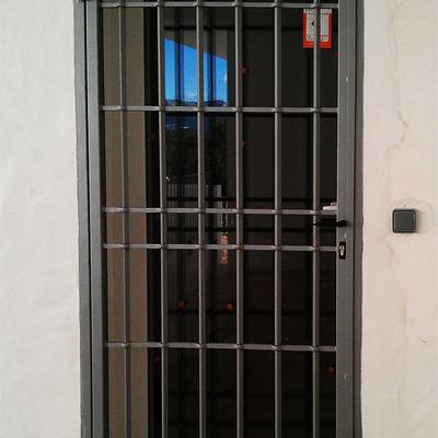 Puerta hierro barrotes simple 2x1 ciutat vella for Precio de puertas de hierro