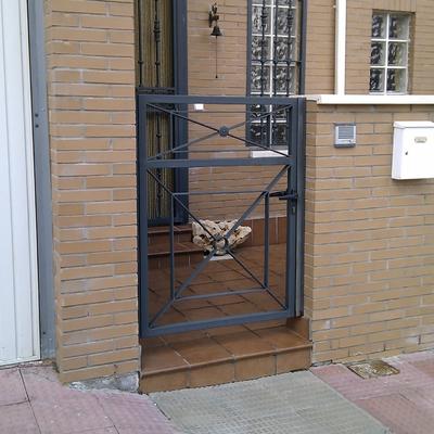 Puerta exterior acabado pintura forja torija guadalajara habitissimo - Puertas forja exterior ...