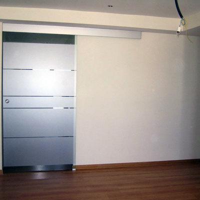 Instalar una puerta corredera para un vestidor que est for Instalar puerta corredera