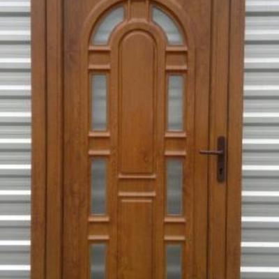 Puerta entrada pvc color nogal villalbilla madrid for Puertas de pvc exterior precios