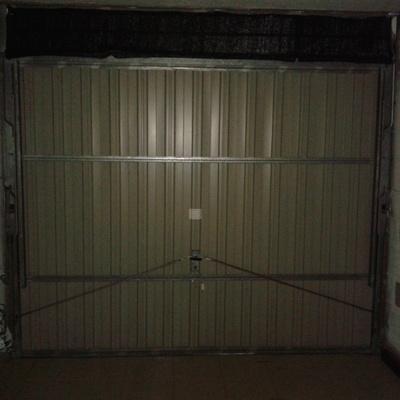 Reformar puerta garaje basculante de muelles colocandole for Puerta garaje basculante
