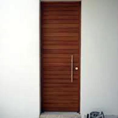 Puerta de madera iroko exterior para casa unifamiliar for Puertas madera barcelona