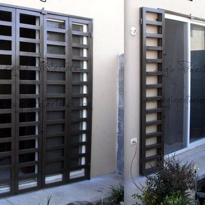 Rejas para puertas interesting rejas para puertas de for Modelos de rejas de fierro para puertas