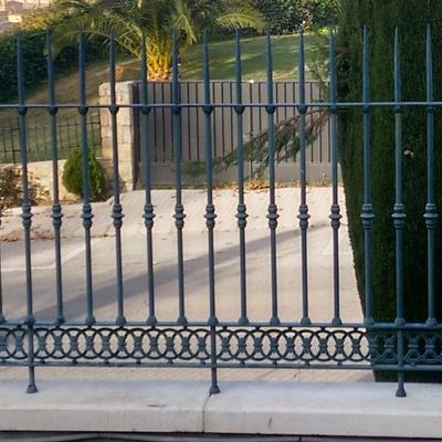 Pintado completo de valla met lica puerta de entrada y - Valla metalica precio ...