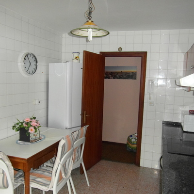 Reformar cocina y suelos y puertas de la vivienda for Reformar puertas
