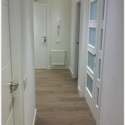 Poner tarima y cambiar puertas en piso en valencia for Cambiar puertas piso