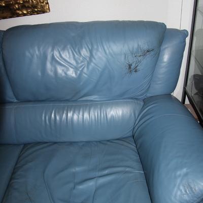 Re tapizar en piel un sof de tres plazas y reforzar uno de los asientos la granja de san - Tapizar un sofa de piel ...