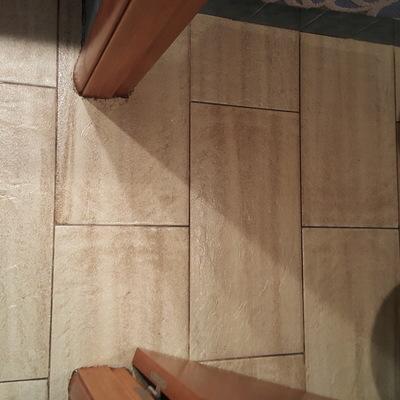 Dar borada a paredes de la bañera + todo el suelo del ...