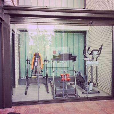 Cerramiento terraza porche para gimnasio cristal cortina for Gimnasio hospitalet