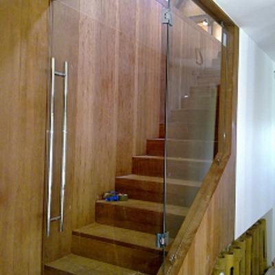cerramiento con cristal becerril de la sierra madrid On cerrar escalera interior