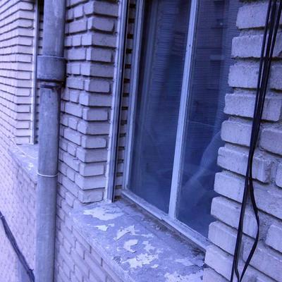 ventana habitacion pequeña fuera_359628