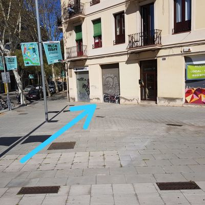 Puerta de aluminio para tienda motor para persiana - Calle marina barcelona ...