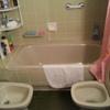 Quitar la bañera y poner una ducha con suelo antideslizante