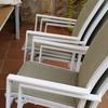 Lijado, imprimado y pintado de sillas y mesa de jardín