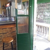 Poner puerta de madera en basauri