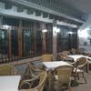 Cortina de cristal entre comedor y terraza