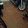 Poner suelo en un garaje y azulejo a un metro de altura