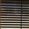 Poner ventanas y quitar las laminas fijas de metal o aluminio no se exactamente que material es