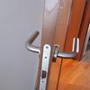 Instalación de 3 cerraduras en puertas de habitación