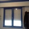 Tres ventanas de alumnio lavado blanco de rpt en dos hojas oscilobatientes con tambor persiana térmica doble acristalamiento 4+16+4 una puerta bandera de las mismas características de salón  colocado con retirada de escombros