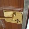 Cambio bombin de puerta de entrada