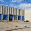Edificio corporativo con oficinas sobre zona muelles de carga y anexado a nave industrial