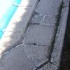Fabricar con moldes de hormigon los bordes de la piscina
