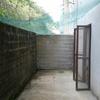 Cierre terraza trasera vivienda en paredes de bloque