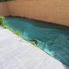 Cortar las malas hierbas y cubrir con cemento