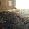 Instalar césped artificial en patio trasero