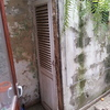 Colocar 2 puertas, unos ventanales y una barandilla de aluminio