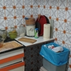 Hacer la cocina nueva, tapando el alicatado con vinilico- el resto hacerlonuevo