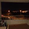 Cubrir una terraza doméstica techada con plástico resistente