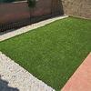 Intalación de césped artificial sobre tierra y jardín de bajo mantenimiento