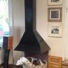 Instale una estufa de leña en una chimenea