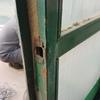 Reparar bisagras puertas de metal soldando y poniendo cerraduras