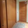 Lacado en blanco puerta y armarios
