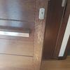 Arreglo suelo madera y puerta entrada casa