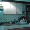 Reforma total de baño de unos 7 mts cuadrados cambiar puerta de entrada y 3 interiores desmontar cocina de 3 mts lineales y picar y alucatar el hueco de nuevo (cocina americana) q es de unos 9 mts cuadrados cambiar 3 ventanas (suma total huevos unos 4 mts
