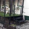 Trasladar un porche de hierro de un camping a otro y retocarlo