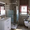 Reforma cuarto de baño ciudad real cambio de bañera por plato de ducha con hidromasaje cambiar de posición la ducha y el wc, quitar el vide y cambiar de sitio el lavabo alicatar el baño y suelo