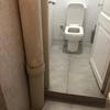 Arreglar zona lavabo (pintar/ humedades) + posiblemente pintar local